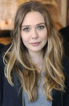 I want Elizabeth Olsen hair. (light blonde and ashy dark blonde hair color). Hair Blond, Dark Blonde Hair Color, Hair Color For Fair Skin, Light Blonde, Light Brown Hair, Cool Hair Color, Dark Hair, Pale Skin Blonde Hair, Blonde Waves