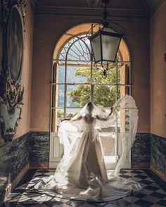 From the very beginning, when choosing Villa Pizzo, the Bride knew this venue was the ideal one to have dramatic photos. My role as her planner, had been to finalise the whole project, and finding the perfect wedding photographer to create photos like paintings. #weddinngplanningtips #lakecomowedding #weddingphotographer #destinationwedding