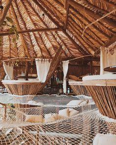 "16 mentions J'aime, 2 commentaires - Travel Dose (@traveldo.se) sur Instagram : ""How adults do jungle gyms #azulik #tulum"""