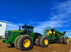 Big Tractors, Vintage Tractors, John Deere Tractors, John Deere 4320, Farm Jokes, John Deere Combine, Tractor Pictures, John Deere Equipment, Work Horses