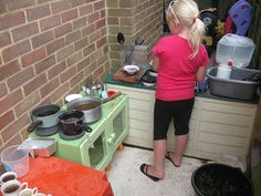 http://pre-schoolplay.blogspot.com.au/2011/07/outdoor-kitchen-i-have-one-too-now.html