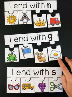 Phonics and Alphabet Centers Ending sound activity. Students sort the pictures by their ending sound. This is a great literacy center for kindergarten students. Kindergarten Literacy Stations, Kindergarten Language Arts, Student Teaching, Kindergarten Classroom, Kindergarten Reading Activities, Numbers Kindergarten, Teaching Resources, Word Work Activities, Phonics Activities