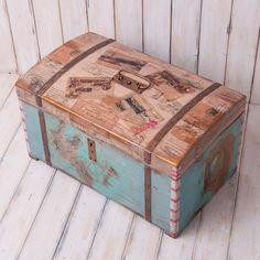 Trunk Furniture, Hand Painted Furniture, Recycled Furniture, Decoupage, Trunks And Chests, Beach Themes, Decoration, Repurposed, Upcycle
