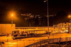 Ein Schiff fährt durch den Sonnenbergtunnel in Luzern