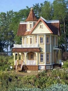 dollhouse, so well done it could be a real house! Miniature Rooms, Miniature Houses, Miniature Furniture, Dollhouse Furniture, Miniature Golf, Fairy Houses, Play Houses, Doll Houses, Mini Doll House