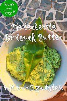 Wild garlic butter - in just 5 minutes with 3 ingredients. The wild garlic collection time is March-May. Preserve the precious and healthy weed and make it a delicious butter for grilling or brunch. Healthy Soup Recipes, Appetizer Recipes, Fresco, Mexican Breakfast Recipes, Wild Garlic, Roasted Almonds, Homemade Soup, Garlic Butter, Summer Recipes