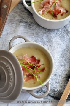 Cream of potato with bacon - Crema di patate con speck - Due bionde in cucina I Love Food, Good Food, Yummy Food, Gods Kitchen, Confort Food, Soup Recipes, Healthy Recipes, Food Humor, I Foods
