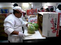 Wassermelone in 15 Sekunden schälen - http://www.1pic4u.com/videos/fun-videos/wassermelone-in-15-sekunden-schaelen/