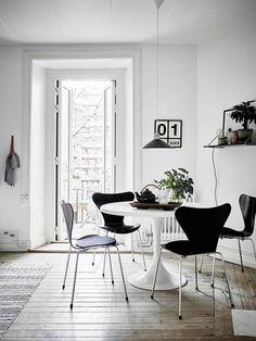 Esszimmer mit schwarzen Stühlen | #connox #beunique