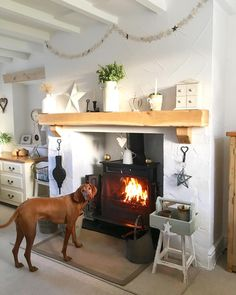 Afternoon from Poppie Mae 💕🐕💕 Cottage Living Rooms, Cottage Kitchens, Home Interior, Interior Design Living Room, Living Room Decor, Cottage Fireplace, Home Fireplace, Fireplace Design, Fireplaces