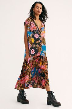 Maxi and shoes Cute Dresses, Casual Dresses, Free Clothes, Clothes For Women, Kaftan Style, Long Tunic Tops, Cute Blouses, Bold Fashion, Boho Outfits