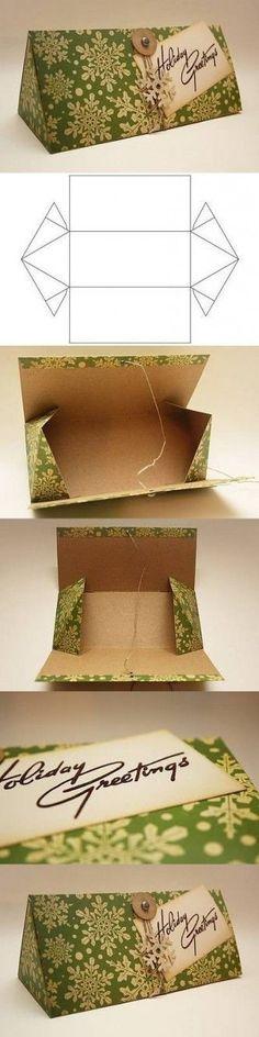 """Format original pour cette """"boîte à lunettes"""" triangulaire."""