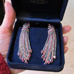 Orecchini del gioielliere A. Marini  Orecchini fine 800 in rubini, diamanti e oro.