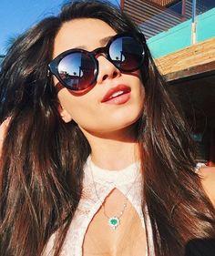 zpr Gente olha essa gatissima @flaapavanelli !!! Sem palavras pra descrever !! 😍😍😍 Não esqueçam, novidades e ofertas a caminho!! Chamem todos para seguir, não percam!!📲 #mara #diva #look #picoftheday #kos #koshopping #oculos #oculosdesol #colar #ecommerce #tendencia #moda #fashion #maxicolar #acessorios #acessoriosfemininos #glam #glamour #olhaela #perfeita