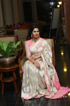 Captivating Off White Color South Silk Designer Saree Saree Blouse Patterns, Fancy Blouse Designs, Bridal Blouse Designs, Saree Blouse Designs, Brocade Blouse Designs, Dress Designs, Trendy Sarees, Fancy Sarees, Sumo