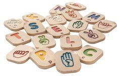 Gebarentaal alfabet A-Z  Op een spelende wijze wordt met dit gebarentaal alfabet uw kind de gebaren voor de verschillende letters van ons alfabet geleerd. Doordat de letters in reliëf in de stenen gemaakt zijn kan uw kind de vorm van de verschillende letters ook voelen.