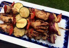 Grillspyd med marinert kylling Sausage, Beef, Food, Meat, Meals, Ox, Sausages, Yemek, Eten