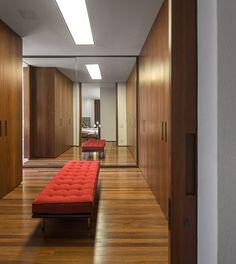 Casa P / Studio MK27 - Marcio Kogan + Lair Reis #bedroom #dressing #closet #lighting