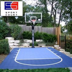 Sport Court basketball court for the family Backyard Sports, Backyard Basketball, Terrain Basket, Badminton, Outdoor Basketball Court, Basketball Shoes, Basketball Goals, Kids Yard, Backyard Playground