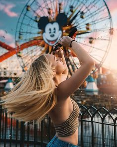 30 Amazing Photography Ideas For Woman - Page 2 of 3 - Style O Trend People Photography, Girl Photography, Creative Photography, Amazing Photography, Photography Ideas, Disneyland Photography, Disneyland Photos, Carnival Photography, Cute Disney Pictures