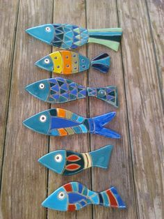 Budget Decorating Using Pottery Fish Crafts, Clay Crafts, Ceramics Projects, Clay Projects, Ceramic Clay, Ceramic Pottery, Deco Nature, Wooden Fish, Pottery Classes