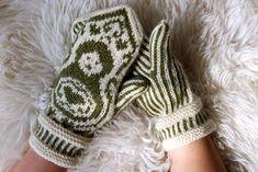 Ravelry: Maatuskat pattern by Niina Laitinen, free How To Start Knitting, How To Purl Knit, Fair Isle Pattern, Matryoshka Doll, Yarn Shop, Mitten Gloves, Hand Warmers, Hand Knitting, Knitting Ideas