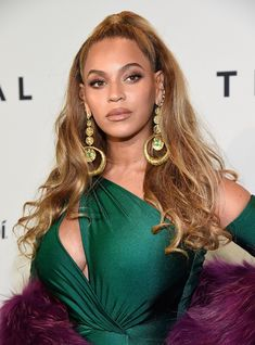 Beyonce Goes Glam for Tidal X Brooklyn Concert!: Photo Beyonce shows off some serious skin as she arrives at the Tidal x Brooklyn concert event on Tuesday night (October at the Barclays Center in Brooklyn, New York. Estilo Beyonce, Beyonce Style, Beyonce Beyonce, Beyonce Coachella, Easy Hairstyles For Long Hair, Spring Hairstyles, Cool Hairstyles, Hairstyles Haircuts, Prom Hair