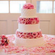 Elegant Mr and Mrs Monogram Golden Silhouette Acrylic Wedding Cake Topper - Ideal Wedding Ideas Whimsical Wedding Cakes, Pink Wedding Theme, Floral Wedding Cakes, White Wedding Cakes, Cool Wedding Cakes, Beautiful Wedding Cakes, Wedding Cake Designs, Mod Wedding, Wedding Cake Toppers