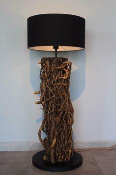 Mistik Kök Lambader Odywood'da Bir benzeri bulunmayan bu nadir ağaç kökü, doğada yıllar içinde sarmaşık dalları ile mevcut formunu kazanmış ve Odywood tarafından lambadere dönüştürülmüştür.