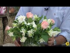 Como fazer um arranjo simples com lindas flores - YouTube