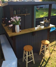 Garden bar comes assembled Outdoor Garden Bar, Garden Bar Shed, Diy Outdoor Bar, Build Outdoor Kitchen, Backyard Bar, Outdoor Kitchen Design, Party Outdoor, Diy Außenbar, Kitchen Bar Design