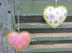These are a cutie metal painted hearts