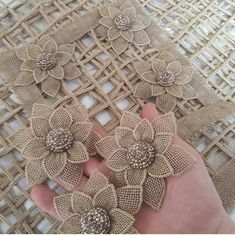 DIY embroidery flowers DIY appliqué flowers to cut out and out on other stuff?, Glue and cut fabric flower, No instructions, would say thickisMirror de Jute Flowers, Diy Flowers, Crochet Flowers, Fabric Flowers, Satin Flowers, Beaded Flowers, Diy Embroidery Flowers, Ribbon Embroidery, Embroidery Designs