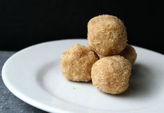 Rice Laddu These laddus are quite popular during festival times.
