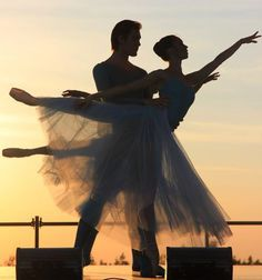 Free picture on pixabay - ballet, evening, sunset - all about dance - Wallpaper Photo Trop Belle, Ballet Couple, Dancing Couple, Image Hd, Free Image, Evening Sunset, Dance Academy, Ballet Photography, Ballet Beautiful
