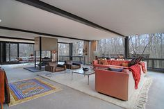 A Mid-century glass house with a cameo in a Hollywood movie. Discover which on clicking on the image.