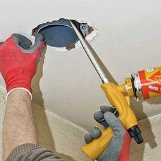 Appliquer de la mousse expansive. Mousse Expansive, Tube Pvc, Vacuums, Home Appliances, Dressings, Construction, Mechanical Ventilation, Angle Grinder, Plumbing