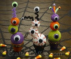 Halloween Eyeball Topiaries - Could be used at a monster party too. Diy Halloween Eyeballs, Theme Halloween, Halloween Crafts For Kids, Cute Halloween, Holidays Halloween, Halloween Decorations, Halloween Activities, Preschool Halloween, Whimsical Halloween