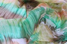 delicata sciarpa leggera e morbida in seta tinta a mano/arashi