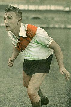 Alfredo Di Stefano of River Plate of Argentina in Uk Football, School Football, Vintage Football, Football Shirts, Football Players, Glasgow, Argentina Football, Image Foot, My Dream Team