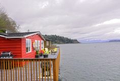 Amazing house on stilts in Puget Sound. Perfect little cabin. Oh man.