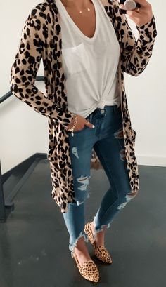 10 Stylish Fall Outfit inspiration & fashion tips for your perfect and cute fall outfits. The fall essentials you need to buy & how to mix and match to create stylish fall outfits. Trendy Summer Outfits, Fall Winter Outfits, Autumn Winter Fashion, Spring Outfits, Casual Outfits, Cute Outfits, Spring Clothes, Junior Outfits, Long Cardigan Outfits
