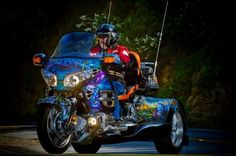 Ken Freeland's custom trike with a paint scheme based on the movie Avatar. An incredible paint job and one of a kind Roadsmith Trike. Darth Vader Head, Vader Star Wars, Harley Davidson Motorcycles, Custom Motorcycles, Goldwing Trike, Custom Trikes, Can Am Spyder, Lowrider Bike, Sidecar