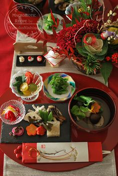 New year dishes Japanese Table, Japanese New Year, Japanese Dishes, Japanese Food, Okonomiyaki Recipe, Macrobiotic Recipes, New Years Decorations, Table Decorations, Food Decoration