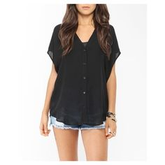 Blouse FOREVER 21 Oversized High-Low Button Up en mousseline - a black shirt