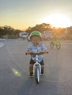 The premium Strider 12 Pro is the ultimate high-end balance bike for little speed demons. Not even a full diaper is enough to slow this toddler bike down. Toddler Bike, Kids Bike, Bike Drawing, Balance Bike, Baby Bundles, Mountain Bike Trails, Striders, Bike Life, Cool Bikes