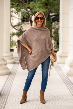 Fashion Over 40, 50 Fashion, Womens Fashion, Nerd Chic, 50 And Fabulous, Just Style, Grown Women, Womens Scarves, Jackets For Women