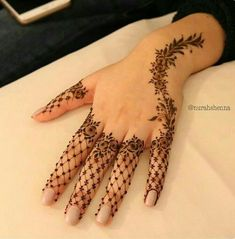 Lately, the mehndi designs have evolved into something uniquely simpler. They are comparatively more casual, easy to design and suits to every single style. A fully loaded mehndi handprint is Henna Hand Designs, Mehandi Designs, Mehndi Designs Finger, Mehndi Designs For Fingers, Unique Mehndi Designs, Mehndi Design Images, Beautiful Henna Designs, Arabic Mehndi Designs, Latest Mehndi Designs