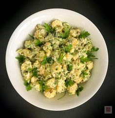 H πιο εύγευστη πατατοσαλάτα με σπιτική, σπινταριστή, ελαφρώς πικάντικη μαγιονέζα, πειραγμένη με Worcestershire Sauce. Sprouts, Zucchini, Vegetables, Food, Essen, Vegetable Recipes, Meals, Yemek, Veggies