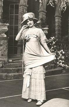 Vintage Postcard of Lily Elsie Edwardian Actress 1909 Antique Photos, Vintage Pictures, Vintage Photographs, Vintage Images, Old Photos, Victorian Pictures, Vintage Postcards, Edwardian Era, Edwardian Fashion